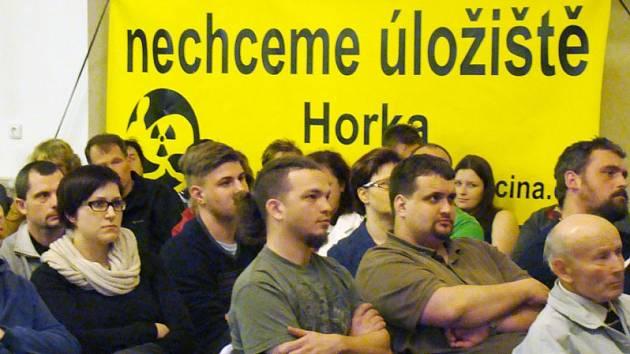 Lidé z lokality Horka protestují proti plánovanému úložišti.
