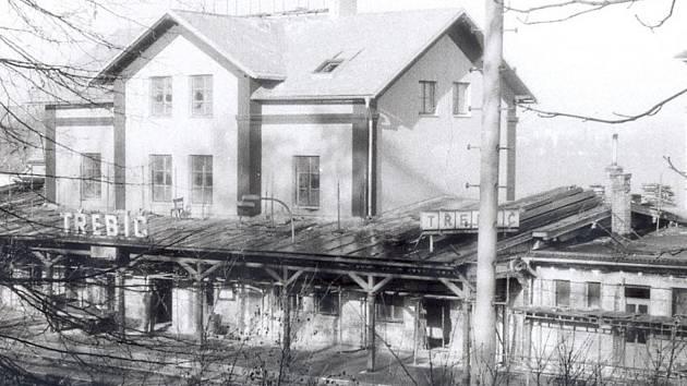 Výpravní budova na třebíčském nádraží je z roku 1883.