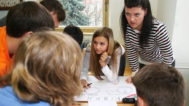 Společný projekt studentů třebíčského gymnázia a střední školy z Frankfurtu nad Mohanem probíhá v rámci Česko německého fondu budoucnosti. Hlavním tématem je problematika závislosti mladých lidí. Do dění se aktivně zapojili studenti obou škol.