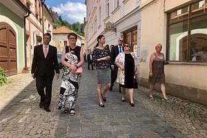 Ivana Zemanová v židovské čtvrti v Třebíči.