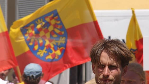 Moravské vlajky zavlály i při letošní národní pouti na Velehradě.