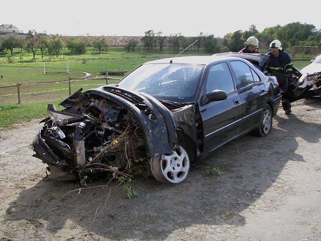 Osobní auto se střetlo s vlakem na železničním přejezdu mezi Kojeticemi a Horním Újezdem na Třebíčsku.