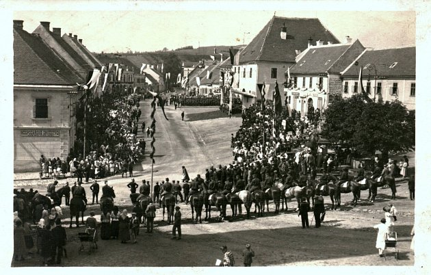 Oslavy příjezdu T. G. Masaryka, Náměšť nad Oslavou, náměstí, 13.6.1928.