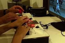 """Výstava Retrogaming – počátky osobních počítačů u nás je pro návštěvníky připravena v konírně třebíčského zámku. Součástí výstavy je """"pařanské doupě"""" –  funkční herna s historickými počítači se stovkami her."""