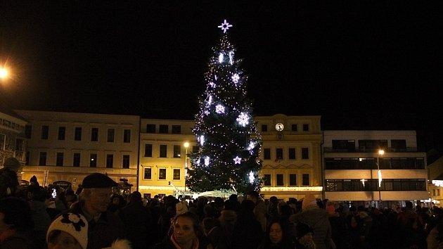 Rozsvícení vánočních stromů v Česku