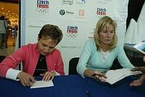 Irena Česneková (vlevo).