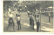 Sokolové. Fotografie je z cvičení sokola ve 30. letech.