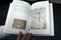 Knihu nazvanou Památné kameny a pověsti na Třebíčsku vydala před několika dny pětice nadšenců z Třebíčska. Kromě popisů míst v ní nechybí ani barevné fotografie a kresby jednotlivých památných kamenů.