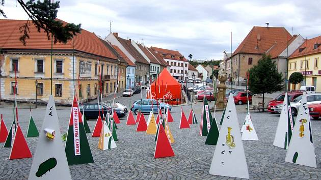 Ruch Folkových prázdnin je v Náměšti nad Oslavou nepřehlédnutelný.