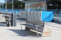 V autobusech MAD je wifi a USB, chytrá lavička dobíjí mobil, v bikeboxu lze uschovat kolo a odjet vlakem či autobusem.