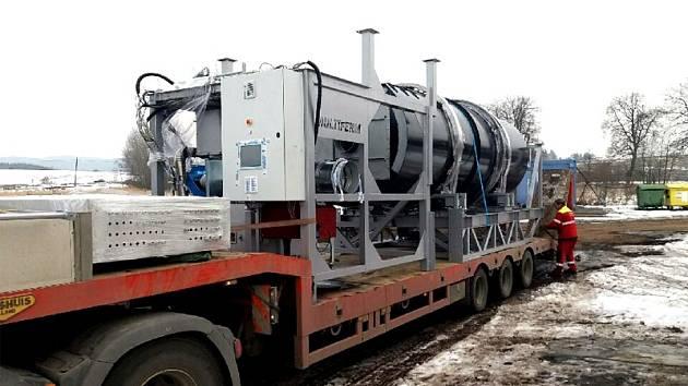 Firma z Třebíče vyvinula zařízení na nové využití zeleného odpadu.