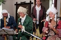 Oživený zámek již podeváté. V loňském roce se návštěvníkům náměšťského zámku kromě postav z Prodané nevěsty Bedřicha Smetany představil i známý sok W.A.Mozarta Saliery v podání kastelána Marka Buše.