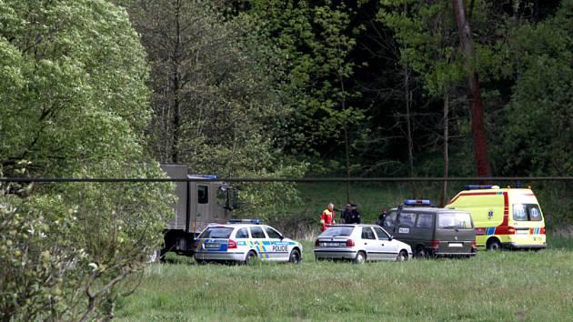 Na místo nálezu se ihned dostavil kompletní policejní tým včetně potápěčů.
