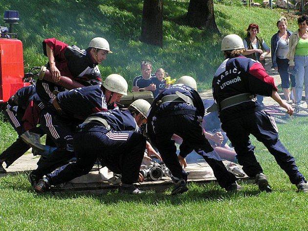 V současnosti má litohořský hasičský sbor celkem 57 členů. Jejich aktivita se  projevuje hlavně účastmi na soutěžích v požárním sportu, brigádami a pořádáním kulturních akcí.