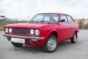 Dnes červený Fiat 128 Sport Coupe.