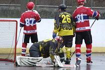 Třebíčská Slza (v černém) v play-off narazí na vítěze základní části SK Jihlava B (na snímku).