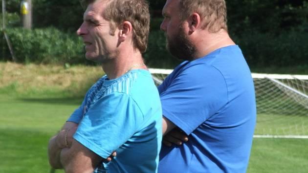 Náměšťský trenér Jan Klíma (v popředí) ví, že jeho tým musí v sobotu Želetavu porazit, aby měl co nejlepší výchozí pozici do veledůležitého zápasu v Rantířově na závěr sezony.