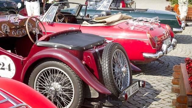 Sraz anglických sportovních vozů MG