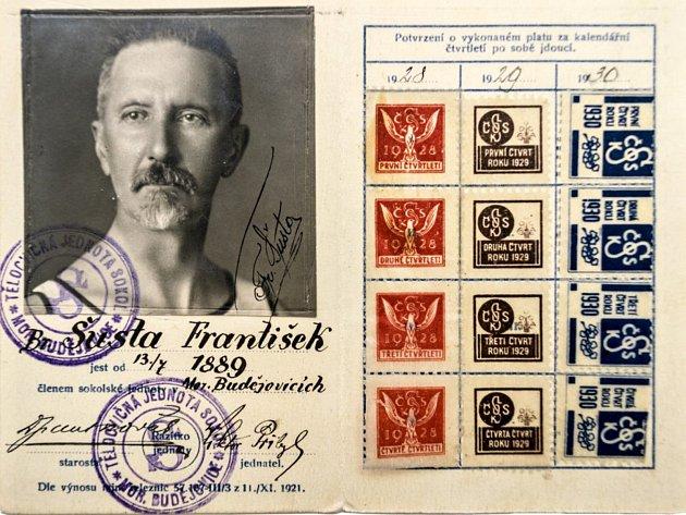 Jeden z dokumentů na výstavě o historii Sokola v Moravských Budějovicích.