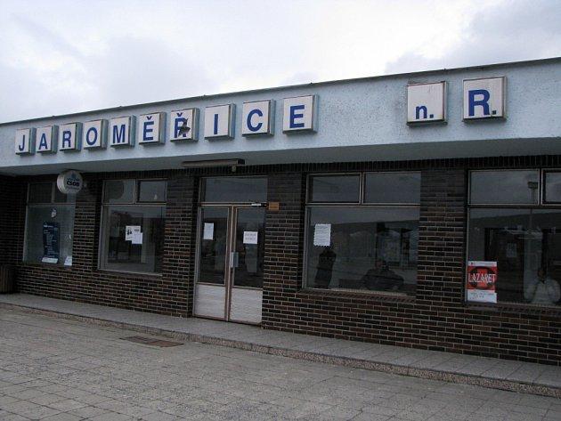 Autobusové nádraží v Jaroměřicích nad Rokytnou.