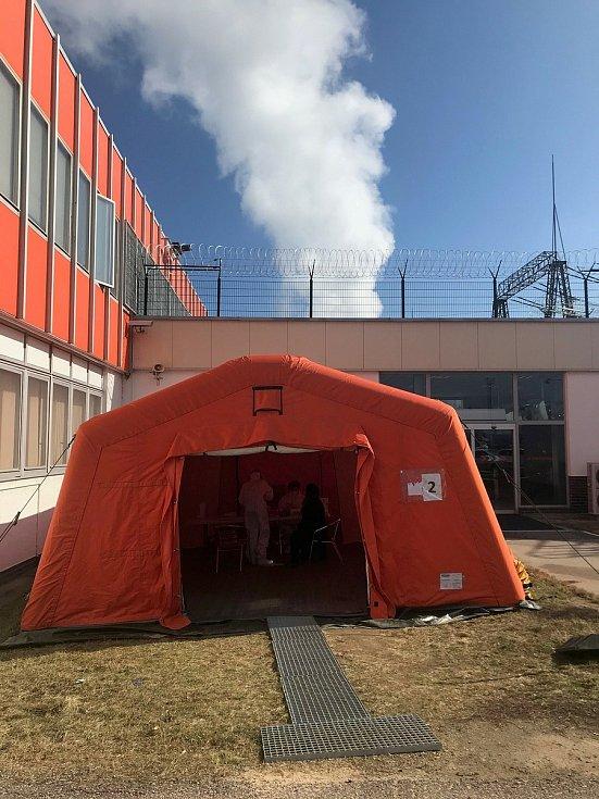 Kdo bude chtít vstoupit do elektrárny, musí se od 12. března prokázat negativním testem. Foto: archiv elektrárny