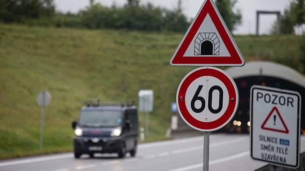 Města si neví rady s rychlými řidiči. Chtějí více radarů