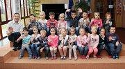 Na fotografii jsou prvňáčci ze Základní školy v Myslibořicích s panem učitelem Pavlem Nováčkem. Příště představíme prvňáčky ze Základní školy v Lipníku.