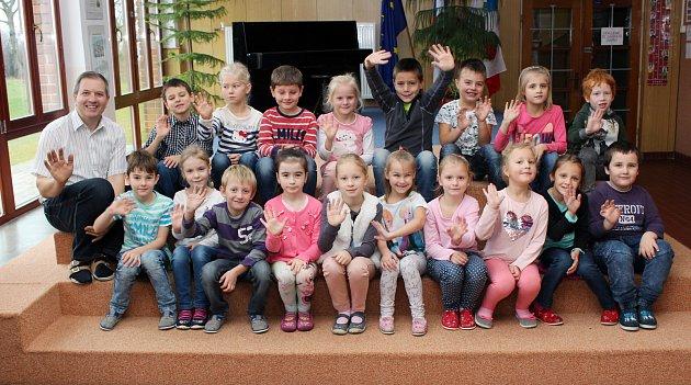 Na fotografii jsou prvňáčci ze Základní školy vMyslibořicích spanem učitelem Pavlem Nováčkem. Příště představíme prvňáčky ze Základní školy vLipníku.