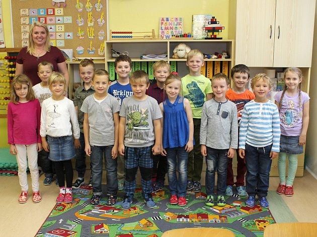 Na fotografii jsou prvňáčci ze ZŠ ve Výčapech, třída paní učitelky Ivy Durdové.