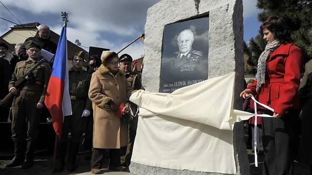 Pamětní deska armádního generála a československého prezidenta Ludvíka Svobody v Hroznatíně.