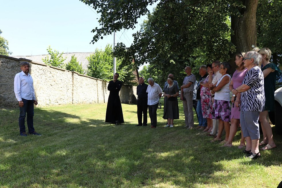 Iniciativa Poslední adresa instalovala pamětní plakety na farnostech v Babicích, Horním Újezdě a Rokytnici nad Rokytnou.