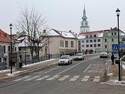 Přechod před finančním úřadem na Žerotínově náměstí v Třebíči.