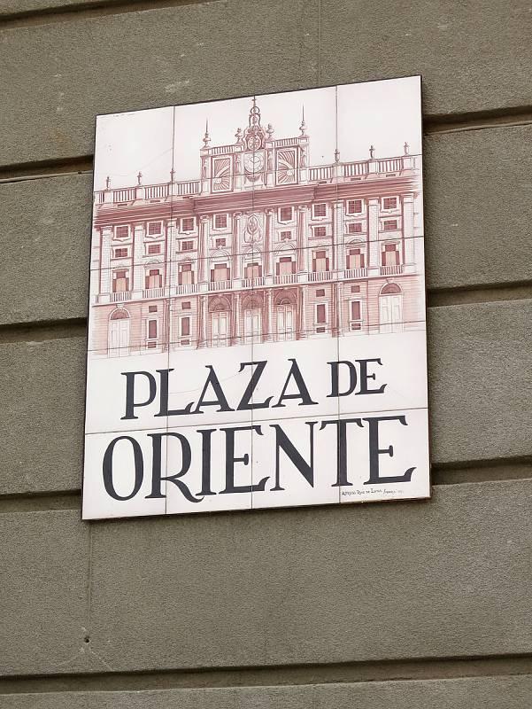 Východní náměstí s obrázkem královského paláce.