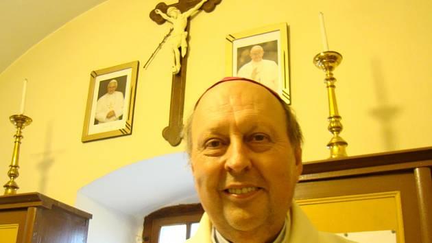 Českobudějovický pomocný biskup Pavel Posád se do rodného Budkova vrací rád.