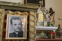 Lidé vzpomínají na umučeného faráře Jana Bulu.