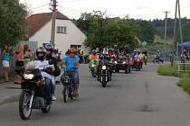 Ve Svatoslavi se v sobotu odpoledne uskutečnil tradiční, v pořadí šestý sraz příznivců motorek, motocyklů a mopedů.
