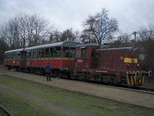 Letošní úspěšnou sezonu zakončili nadšenci ze Spolku pro veřejnou dopravu na jihozápadní Moravě tradiční vánoční jízdou.