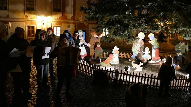 Zpívání v Náměšti a Martínkově dýchalo vánoční náladou. Podívejte se