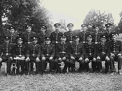 Sbor dobrovolných hasičů v Radošově v roce 1946.