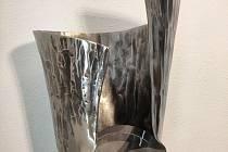 Studenti třebíčské střední průmyslové školy zoboru umělecký kovář vyrobili trofej pro nejlepšího hokejistu Chance ligy. Poniklovaná kovaná trofej je vysoká 47 centimetrů a váží skoro sedm kilogramů.