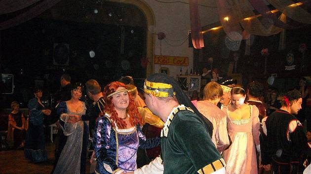 Netradiční ples v Náměšti nad Oslavou na téma William Shakespeare.