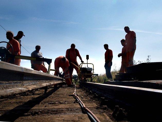 Oprava železičního přejezdu.