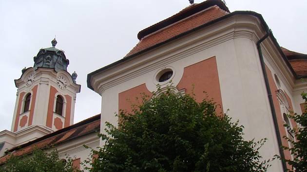 Kostel sv. opata Linharta v Kdousově na Třebíčsku.