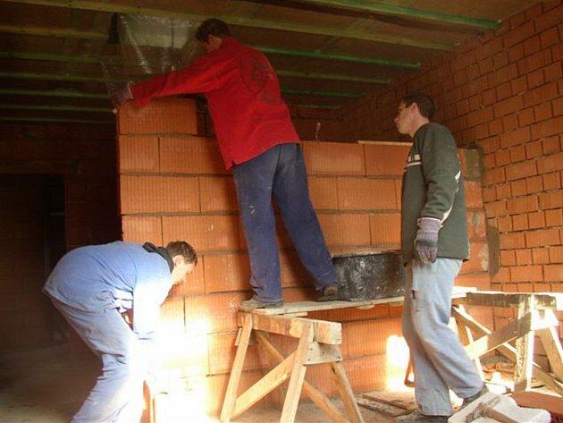 Stavební firmy se o pracovníky neustále hlásí a postrádají především dělnické profese.