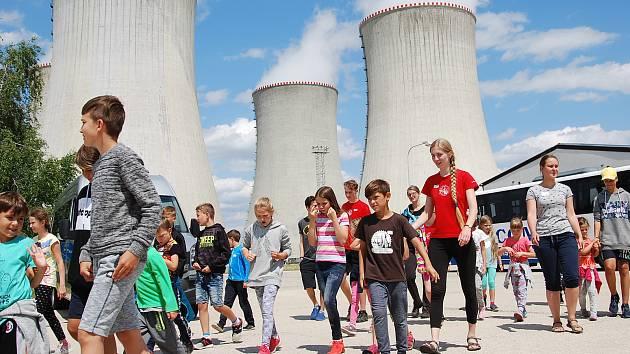 Děti zaměstnanců mají speciální tábor přímo v elektrárně