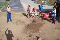 Modernizace bikeparku u Laguny probíhá v režii třebíčských jezdců ze skupiny Třebeach Crew.