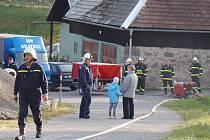 Dobrovolní hasiči se na Třebíčsku jen loni od ledna do října zúčastnili 2 130 událostí. Pomohli tím k záchraně majetku v hodnotě přes 68 milionů korun. Členové jednotek, například z okrsku Rudíkov (na snímku), také absolvují pravidelná cvičení.
