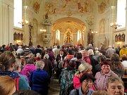 Kněžská mše svatá v kostele Panny Marie Karmelské v cíli cesty. Hlavním celebrantem byl pomocný biskup Pavel Konzbul.
