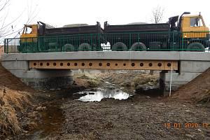 Tento most postavili nedávno v Bohunicích na Prachaticku. Projekt zastřešil Roman Fojtík z Vysoké školy báňské Ostrava.