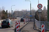 S úpravou jízdních pruhů se na značce nečekaně objevilo 19 tun.